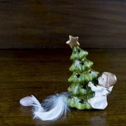 déco figurine noel Ange en porcelaine avec un sapin