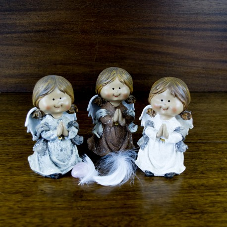 Collection de trois figurines d'Anges prieurs