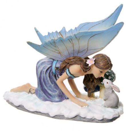 Cette jolie figurine de Fée a été créée par l'artiste Lisa Parker, très célèbre dans le monde de la féerie.
