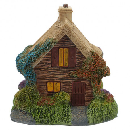 Décoration en forme de maison de fée, d'elfe ou de gnome dans la forêt enchantée