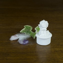 Petite boite avec une figurine d' Ange pour dragées