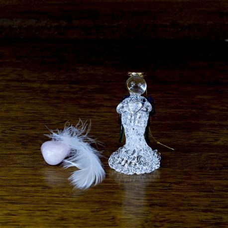 Figurine stauette cristal Ange en verre avec un coeur